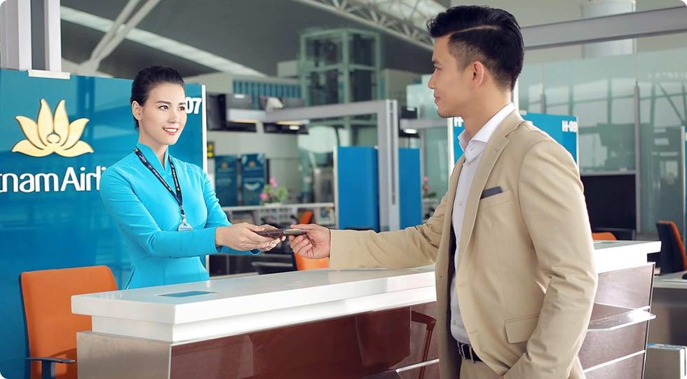 Kết quả hình ảnh cho check in vietnam airline truyền thống